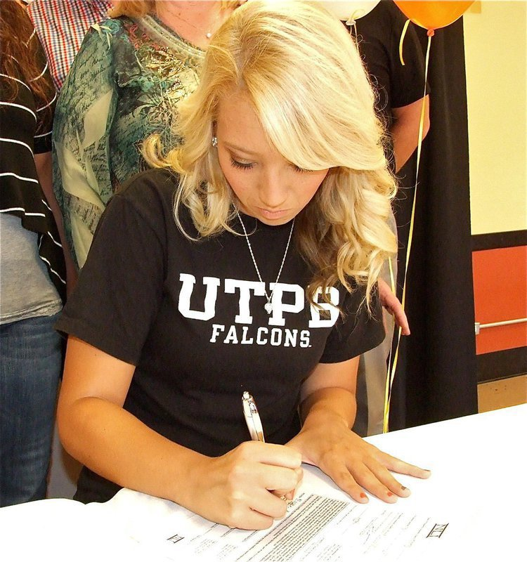 Megan Richards signs letter of intent to play softball at UT