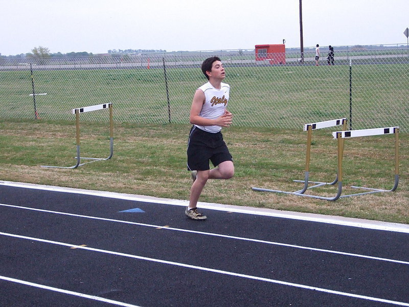 Image: Eli Garcia pushes himself to the finish line in the 1600M Run.