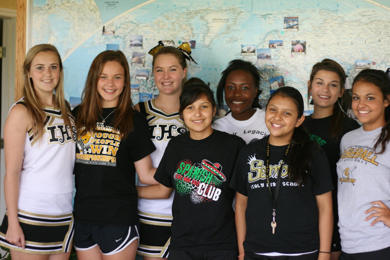 Spirited cheerleaders take care of business | Italy Neotribune