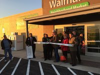 Image: Mayor Hobbs cut the ribbon at Walmart's opening ceremony