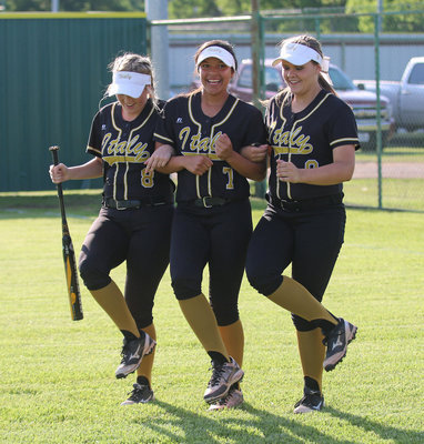 Image: Hannah Washington, April Lusk, Lillie Perry and their teammates dance their way into the playoffs with a little Cotton-eyed Joe!