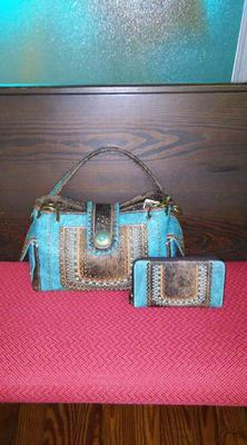 Image: Beautiful matching purse and wallet donated by Larry and Robin Donaldson.